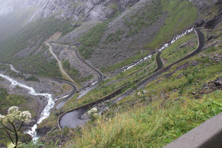 Trollstigen. Trollenroute, is een weg door de West-Noorse natuur met duizelingwekkende uitzichten op berghellingen, diepe fjorden, watervallen en valleien. De route wordt gezien als de mooiste in Noorwegen en ligt in een van de meest bezochte gebieden van Noorwegen. De weg werd geopend in 1936 na een bouwtijd van 8 jaar