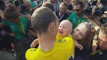 Chris Froome celebrates finish with baby, wife