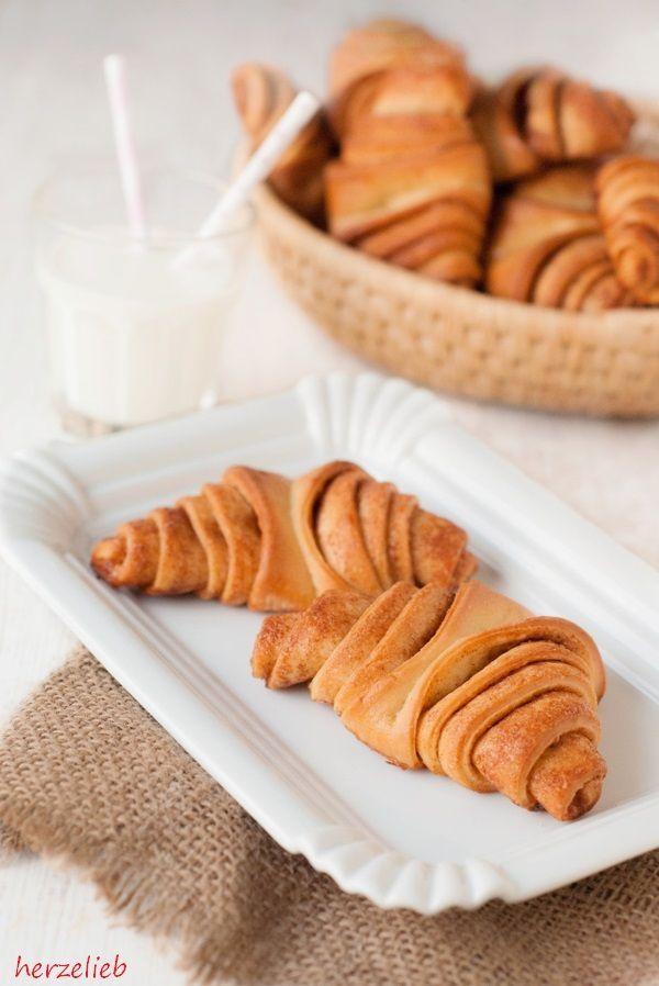 """Franzbrötchen sind eine Spezialität aus Hamburg. Sie werden oft zum Frühstück serviert, sind aber auch auf der Kaffeetafel häufig zu finden. Zu welcher Zeit genau einRezept für das Franzbrötchen entstanden ist,ist nicht ganz geklärt. Sie sehen einem Croissant ähnlich, welches … <a href=""""http://herzelieb.de/franzbroetchen-rezept-selbermachen-backen/"""">Weiterlesen</a>"""