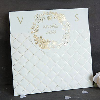 A gold & cream quilted embosed pocket with a pull out insert.  The insert has a circular cut out flap which features a swirl of butterflies and flowers and is personalised with your wedding date.  Pull the insert to reveal the rest of your wording details.  Supplied with a free reply card.  Customer assembly required.