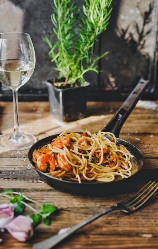Pyszne Kadry: Spaghetti z krewetkami, chili i rukolą