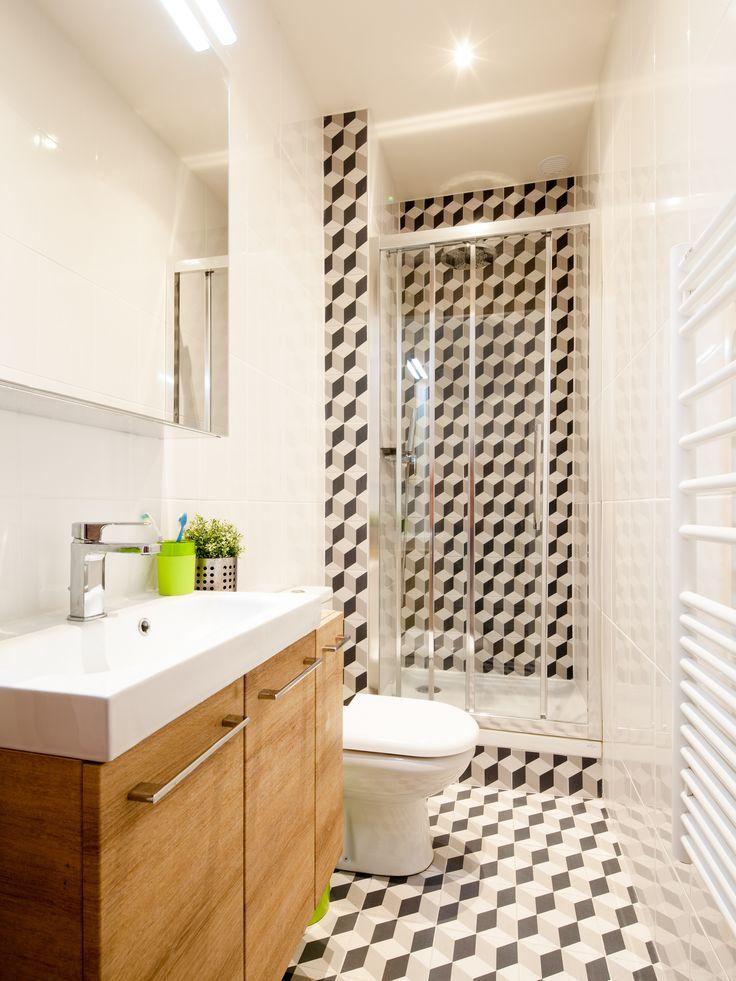 Découvrez la salle de bains avec le carrelage effet carreaux de ciment de Philippe à Paris. #leroymerlin #douche #salledebains #carreauxdeciment #madecoamoi #ideedeco