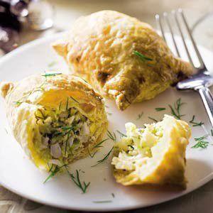 Piroshki (deegpakketje met vulling van spitskool, dille en ei) recept - Groente - Eten Gerechten - Recepten Vandaag