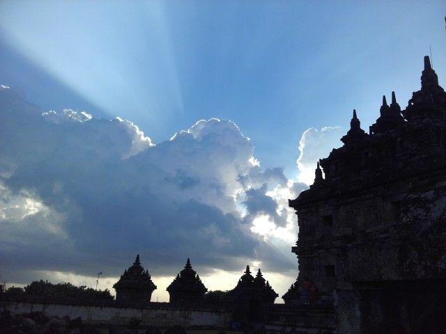Pemandangan langit sore di Candi Plaosan, Klaten #plaosan temple #klaten
