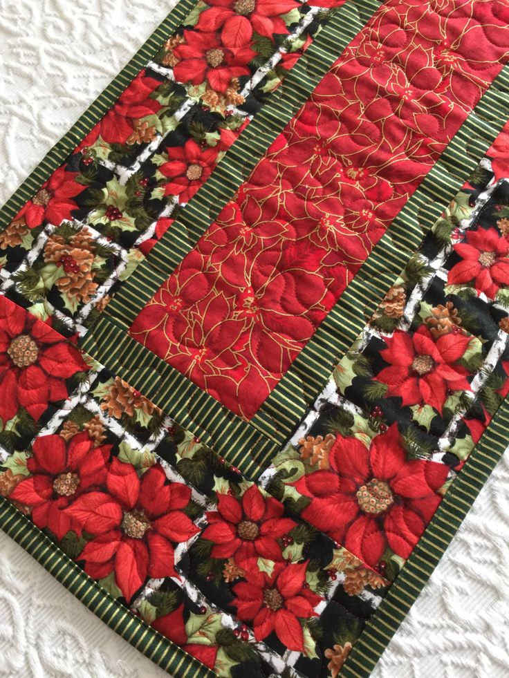 christmas table runner quilt poinsettia red green quiltsy handmade