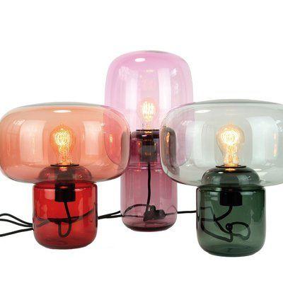 Doux éclairages. En verre teinté, ces lampes en verre teinté filtrent la lumière pour une ambiance tamisée et chaleureuse. Lampes Sara&Bob, design Dan Yeffet, 390 € l'une, Maison Bensimon.