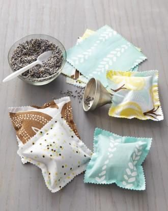 Easy sewing project: DIY scented sachets.Diy Scented, Lavender Sachets, Diy Crafts, Gift Ideas, Scented Sachets, Martha Stewart, Drawers, Beginners Sewing Projects, Easy Sewing Projects