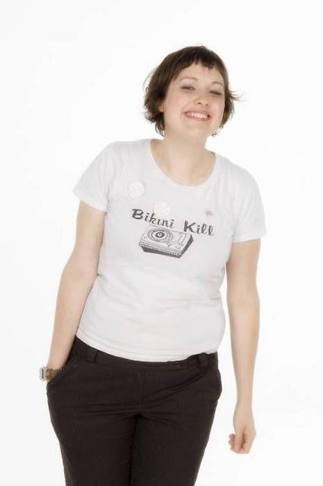 Josie Long in a Bikini Kill shirt <3