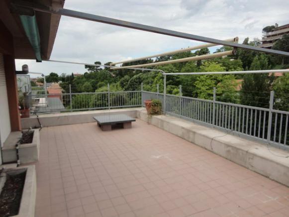 dsc01493 Pesaro - zona montegranaro - attico in affitto