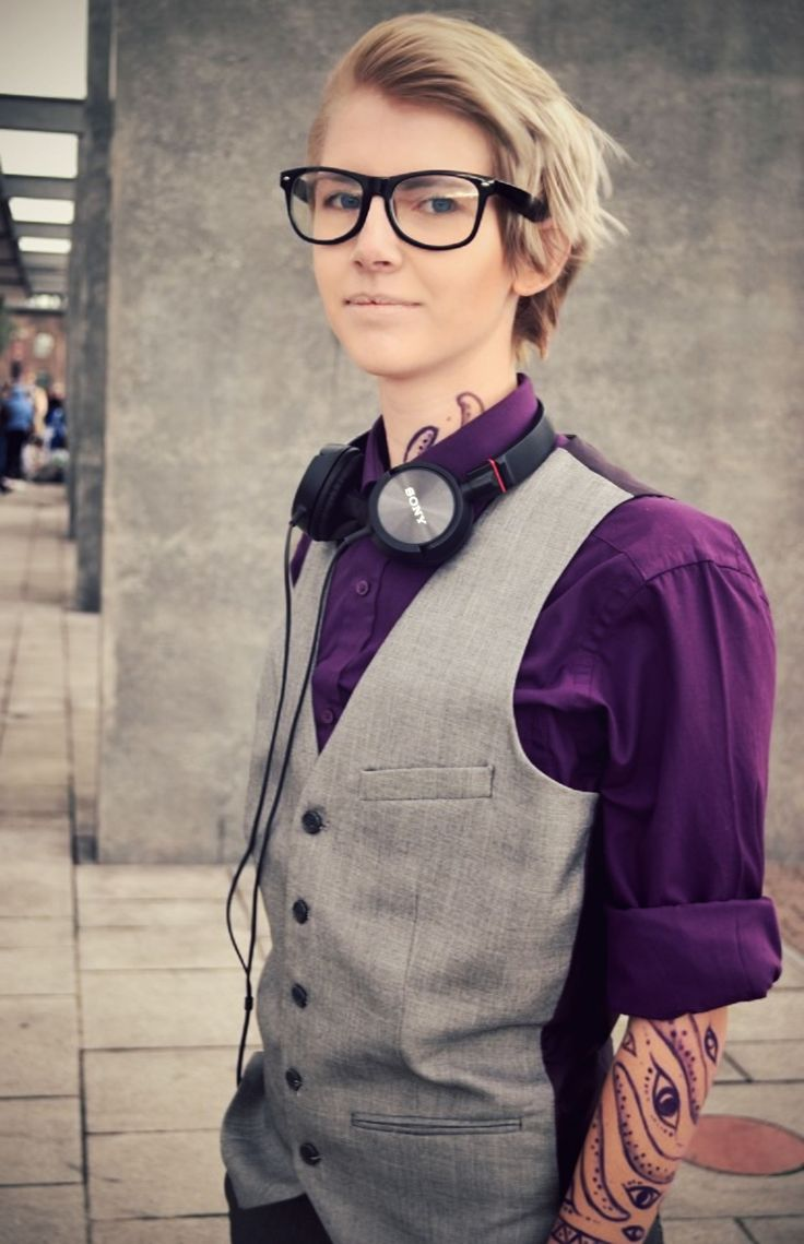 Outfit spot on. Cecil from Welcome to Night Vale. I always squee with joy whenever I see Welcome to Night Vale cosplays. xD