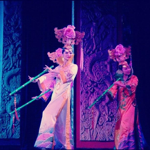 #Chinese #dancers #beijing #culture #China #acrobatics #beautiful