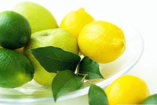 6 Herbal Remedies For Dandruff