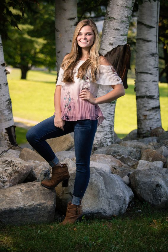 Outdoor Senior Portraits Vermont Has The Best Backgrounds For Senior Portraits Get On Our Level Senior Picture Outfits Senior Portraits Portrait Best backgrounds for senior pictures