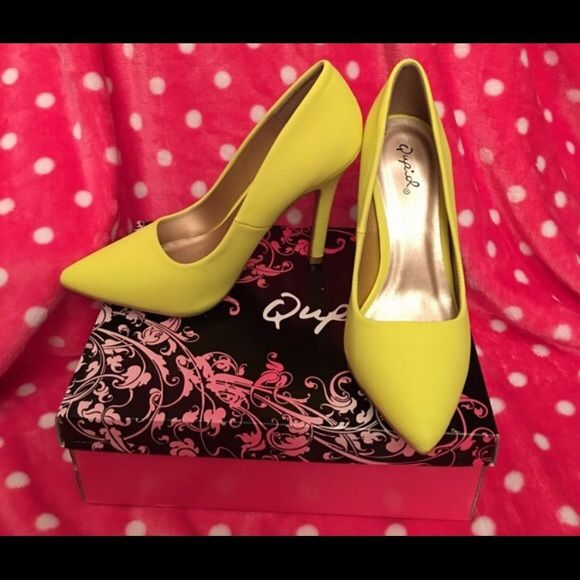 Yellow neon pumps😍 So cute!! Qupid Shoes Heels