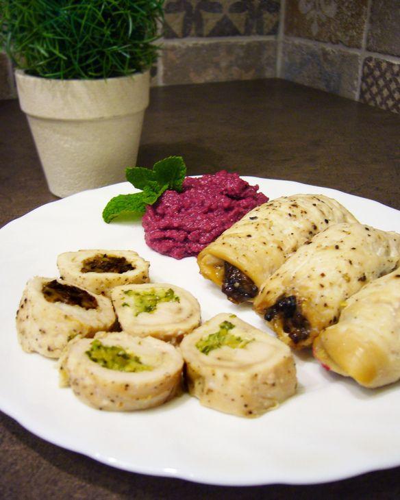 КУРИНЫЕ РУЛЕТИКИ С ДВУМЯ НАЧИНКАМИ!  Вкусное сытное, но в то же время легкое блюдо с разными начинками: более пикантной и слега сладковатой.   http://www.koolinar.ru/recipe/view/123748