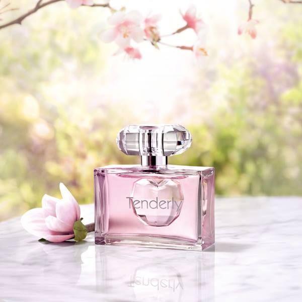 Eau de Toilette Tenderly.   Femenina fragancia con base de flor de Magnolia. Un símbolo de juventud, alegría, inocencia y optimismo repleto de energía. Un ingrediente lleno de personalidad que llena su aroma con el espíritu de la primavera. 50 ml.
