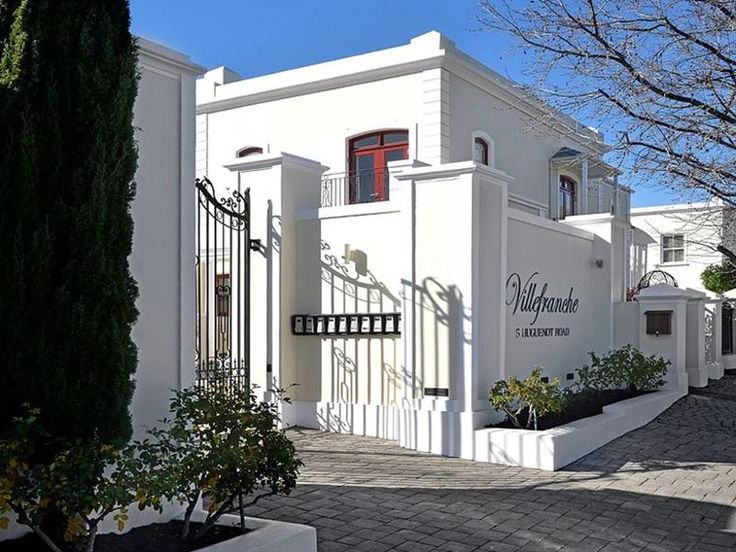10 Villefranche  - Welcome to 10 Villefranche 10 Villefranche is a luxurious interior decorated townhouse ideally situated in the heart of Franschhoek, 100m from the Huguenot Monument and a mere stroll to many world-renowned ... #weekendgetaways #franschhoek #winelands #southafrica