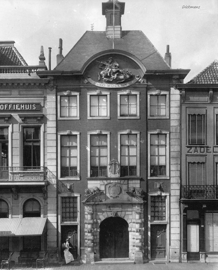 Breda - De Boterhal aan de Grote Markt - 1910 - The `Boterhal` on the Grand place