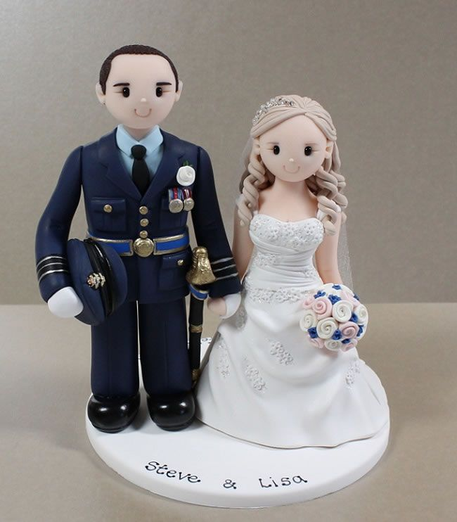 6 personalised cake toppers to wow your guests! © Artlocke Designs