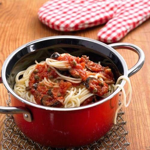Auch nehen mit Fisch richtig fahrt auf. Hier fidnest du das Rezept zu Pasta alla Puttanesca