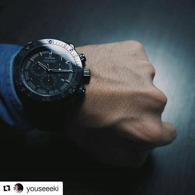 REPOST!!!  #Repost @youseeeki with @repostapp ・・・ 滞りがちなバーゼルで着けてみた、ですが、こちらはエドックスのクロノオフショア1。やはり真っ黒な時計って文句ナシでカッコいいです。1のところにセットされたブラックダイヤも密かに主張しています。  #watchnavi #baselworld2017 #basel #腕時計 #時計 #スイス製 #edox #エドックス #ダイヤモンド  Photo Credit: Instagram ID @edox_jp