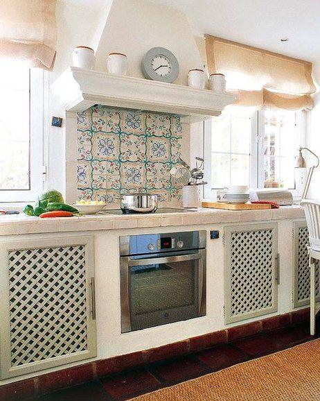 Casa la concha en marbella cocinas rusticas y campanas for Cocinas marbella