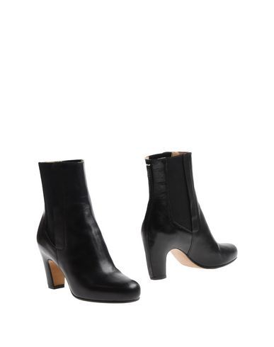 MAISON MARTIN MARGIELA Ankle boot. #maisonmartinmargiela #shoes #