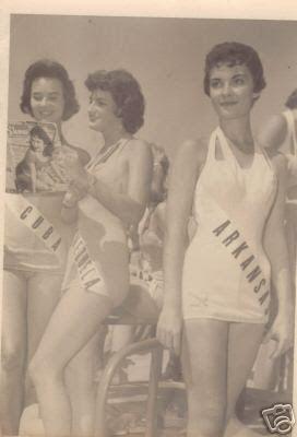 Concurso Miss Universo de 1950. De izquierda a derecha esta la Miss Cuba, Miss Venezuela y Miss Arkansas.