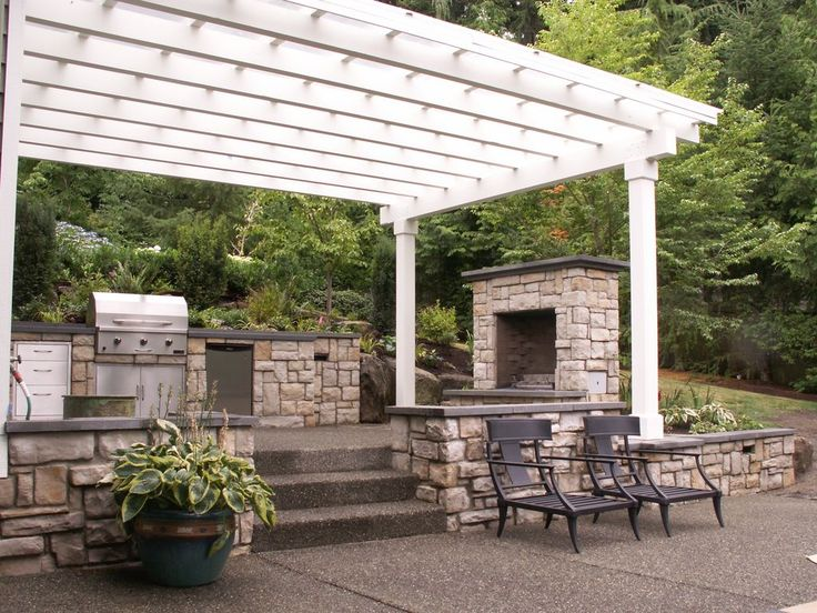 Traditional Patio with Trellis, Outdoor kitchen, Outdoor lounge furniture