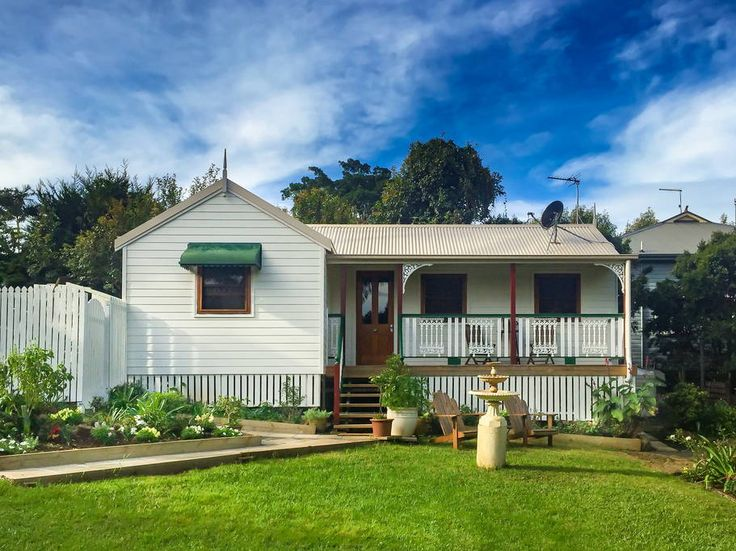 House in Bangalow, Australia. Situated in the garden of one of Bangalow's oldest homes, The Gardener's Cottage is newly built, private, self-contained, one bedroom with ensuite and boastsa comfortable queen size bed with quality linen, kitchen & living spaces with high ceilin...