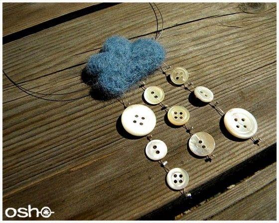 Collier nuage et sa pluie de boutons de couture
