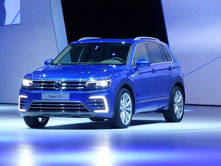 Volkswagen has unveiled the India-specific VW Tiguan 2016 and the concept of VW Tiguan GTE at the 2015 Tokyo Show.  The red coloured prototype model of 2016 Tiguan and the similar GTE Concept have disclosed by the company at the Frankfort Show, held in September, 2015.