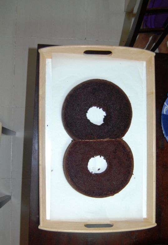 How to make a Number 8 cake - 2 round cakes with circle cut from middle, bottoms trimmed