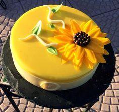 Delizia al limone: frolla friabile al limone (Fanella), biscuit agli agrumi (santin), cremoso al limone (Santin), mousse al limone e yogurt, glassa gialla a specchio