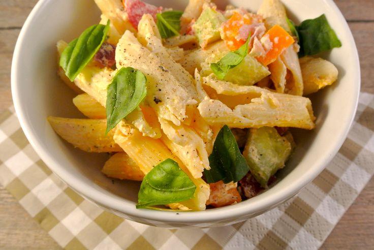 pastasalade met tomaten en komkommer