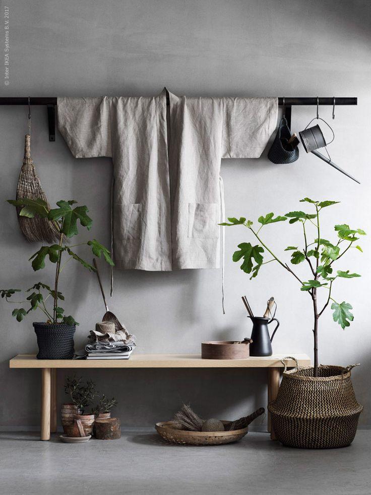 En harmonisk tillvaro. Det är något de flesta av oss strävar efter i vår vardag. Vi vill att våra hem ska utgöra en lugn och trivsam plats där vi får sinnesro. Vi har låtit kimonon blir en slags symbol för detta tillstånd och sätta stilen i inredningen.