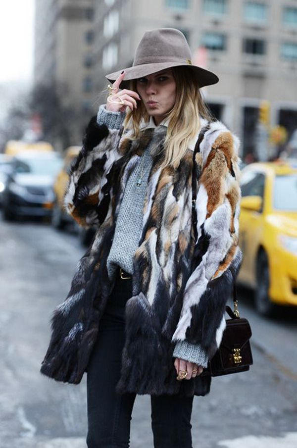 faux fur coat + tricot + chapéu