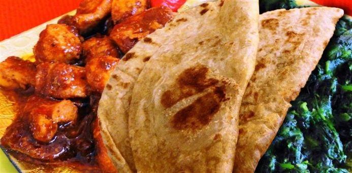 Surinaams eten – Roti Smuru Metie Tajerblad (Sandhia's Roti met gesmoorde kip en tajerblad)