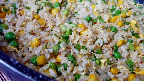 Ryža s vajcom, hráškom a kukuricou (fotorecept)