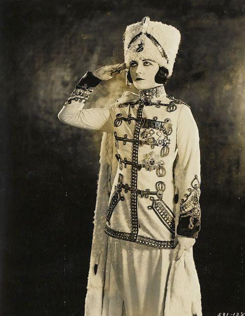 """Pola Negri en """"La frivolidad de una dama"""" (Forbidden Paradise), cinta muda del año 1924.  Diseño de vestuario: Howard Greer  #silentmovies"""