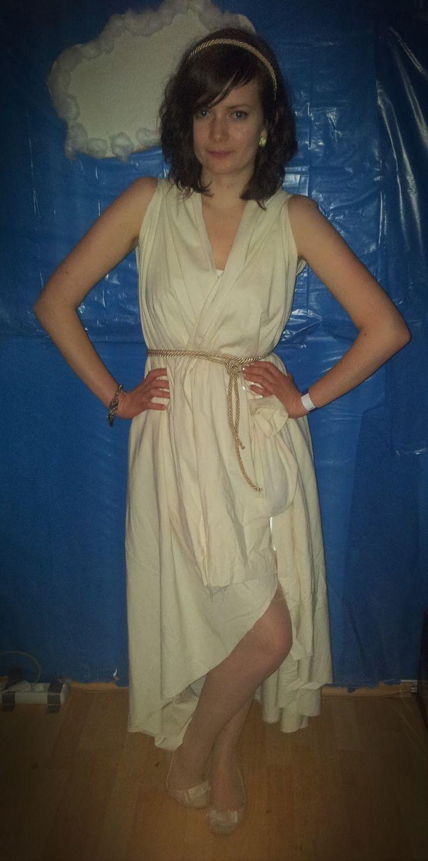 Anleitung, um ein Kostüm für eine griechische Göttin einfach, schnell und günstig selbst zu nähen. Das Kleid ist ganz aktuell vorne kurz und hinten lang
