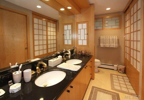 Love the #bathroom in this million dollar home in Oyster Bay, #New #York