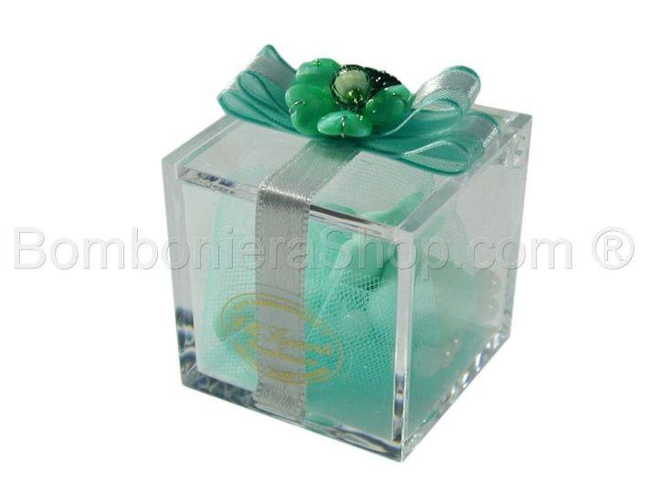Scatolina cubo in plexiglass con nastro raso e fiore
