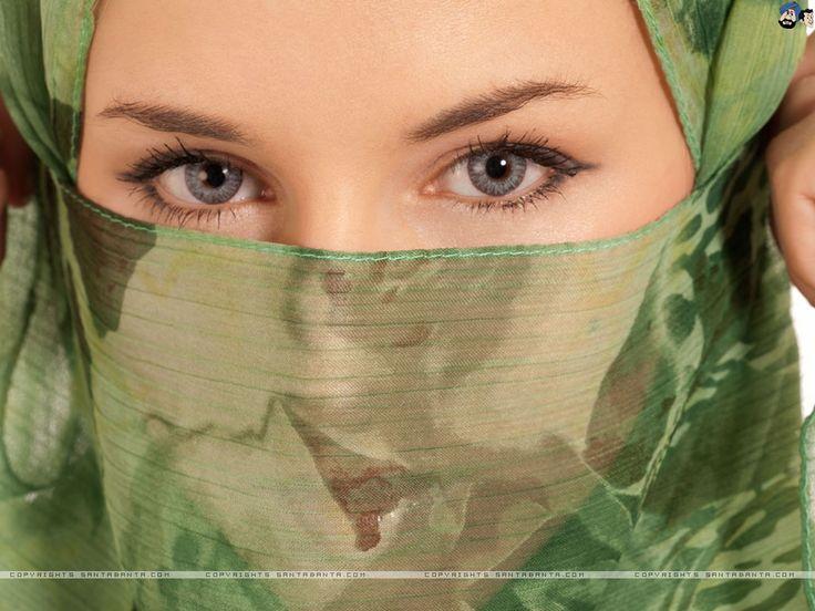 beautiful naked muslim woman