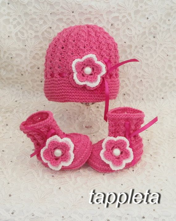 Hat and booties 0-12 months. Set knitted with flower by tappleta