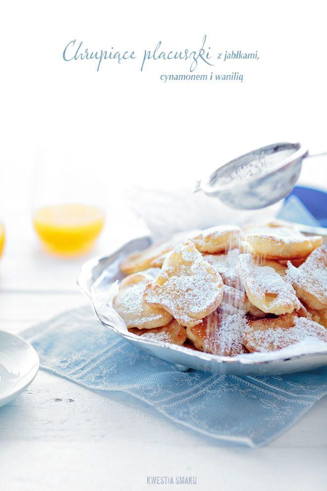 racuchy z jabłkami / apple pancakes http://www.kwestiasmaku.com/kuchnia_polska/placki/placuszki_z_jablkami/przepis.html