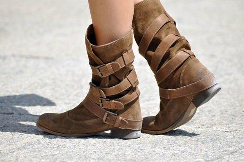 boots: Dreams Closet, Summer Shoes, Boots Straps, Shoes 3, Winter Fashion, Buckles Boots, Cowboys Boots, Belts Boots, Pinterest Closet