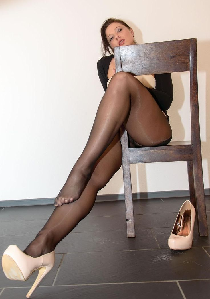 Middle aged pantyhose and heels links