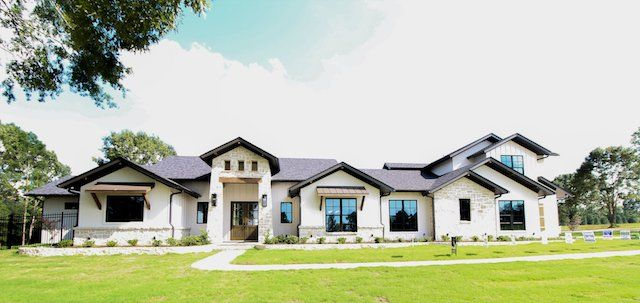 Custom Designed Home By Trent Williams Construction Management Modern Farmhouse Exterior Hill Country Homes Ranch Style Homes
