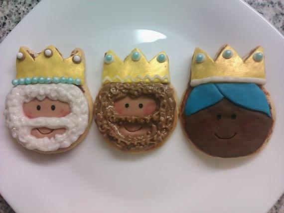 Dorado como las coronas de los Reyes Magos
